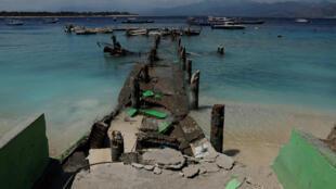 Un embarcadero roto después del terremoto del domingo en la isla de Gili Trawangan, una de las tres populares islas próximas a Lombok, Indonesia, el 9 de agosto de 2018.