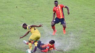 Sur la pelouse du stade d'Oyem inondée par un orage tropical, l'Ouganda et le Mali se sont quittés sur un nul 1-1, mercredi 25 janvier 2017.