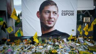 Homenaje al futbolista argentino Emiliano Sala a las afueras del Estadio de la Beaujoire en Nantes, Francia. 7 de febrero de 2019.
