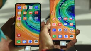 هواوي تعرض هاتفها الذكي الجديد الأول الذي يعمل من دون تطبيقات غوغل في ميونخ في ألمانيا في 19 أيلول/سبتمبر 2019