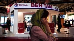 Jamais très loin : en 2014, un an avant l'accord sur le nucléaire, Total avait un emplacement au salon iranien du pétrole et du gaz.