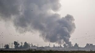 مدينة تل أبيض السورية تتعرض للقصف التركي. 9 أكتوبر/تشرين الأول 2019.