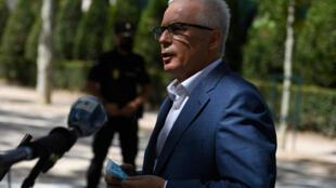 El abogado español de Julian Assange, Baltasar Garzón, habla con periodistas a la salida de la corte en Madrid, el 27 de julio de 2020