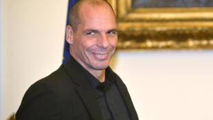 Yanis Varoufakis, le ministre grec des Finances, a commencé à détailler les propositions grecques pour renégocier la dette.