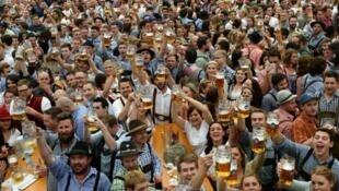 """""""مهرجان أكتوبر"""" أكبر احتفال للبيرة في العالم"""