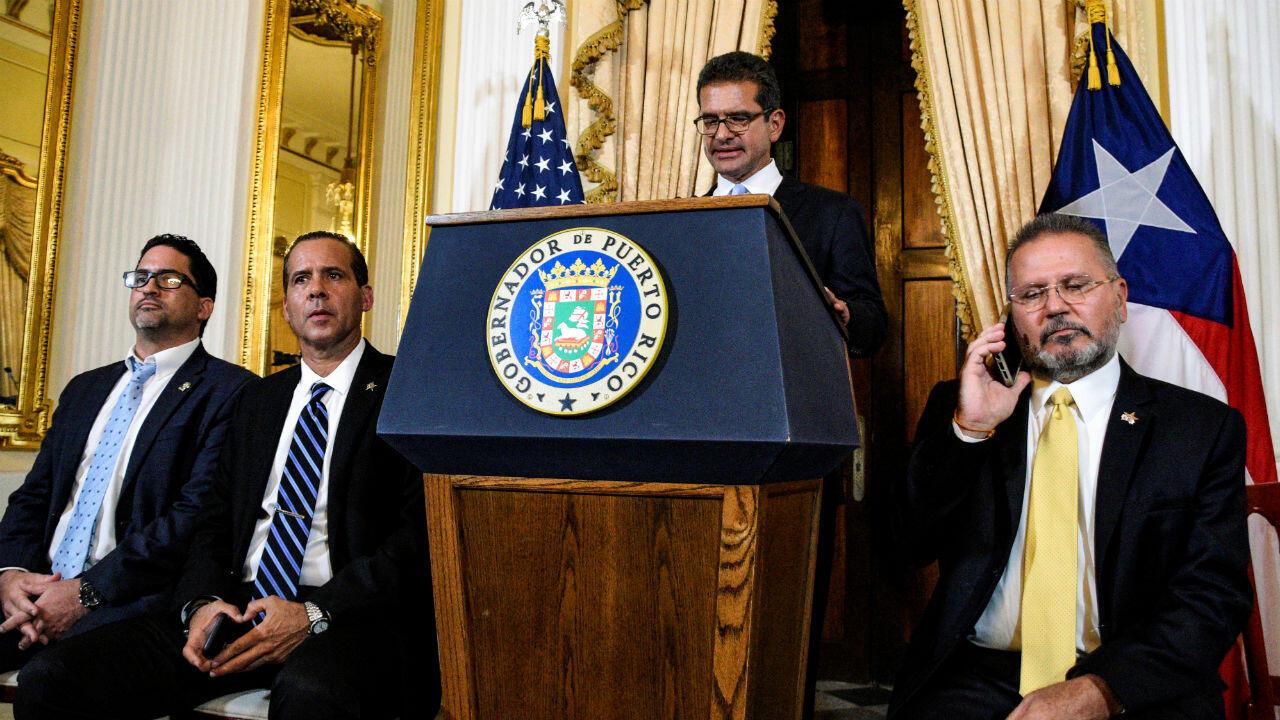 Pedro Pierluisi celebra una conferencia de prensa después de jurar como gobernador de Puerto Rico en San Juan, Puerto Rico, el 2 de agosto de 2019.