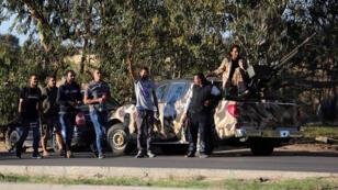 Les membres d'une milice libyenne près de Tripoli, en novembre 2013