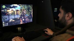 """Le Hezbollah a dévoilé son jeu vidéo """"Défense sacrée"""" mettant en scène l'intervention du mouvement dans la guerre en Syrie."""