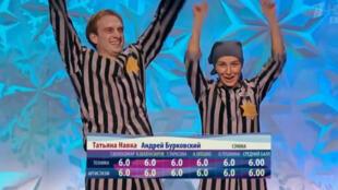 "Tatiana Navka et Andrei Burkovsky dans leurs ""costumes"" de déportés lors de l'émission diffusée samedi en Russie."