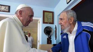 En marge de sa visite à Cuba, le pape François a rencontré Fidel Castro.