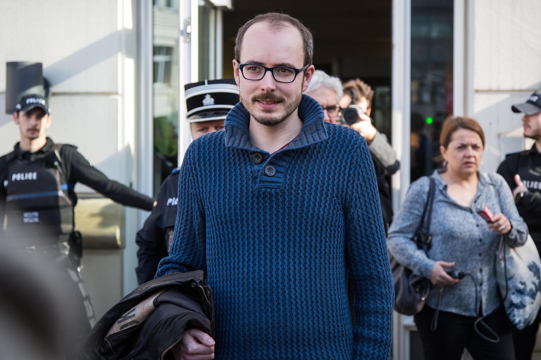 Antoine Deltour à la sortie de la Cour d'appel du Luxembourg, le 15 mars 2017.