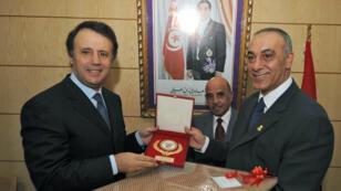 Slim Chiboub (à gauche), alors président du Comié olympique tunisien, avec son homologue irakien, en 2009.