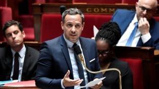 Le secrétaire d'Etat chargé de l'Enfance et des Familles, Adrien Taquet, à l'Assemblée nationale, le 16 juin 2020 à Paris