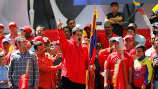 El presidente de Venezuela insta a los venezolanos a buscar soluciones a la crisis a través de la unión nacional.