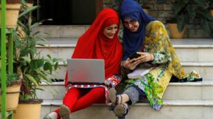 Estudiantes de la Universidad para mujeres Shaheed Benazir Bhutto en Pakistán.