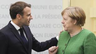 Emmanuel Macron et Angela Merkel, le 9 mai 2019 à Sibiu, en Roumanie.
