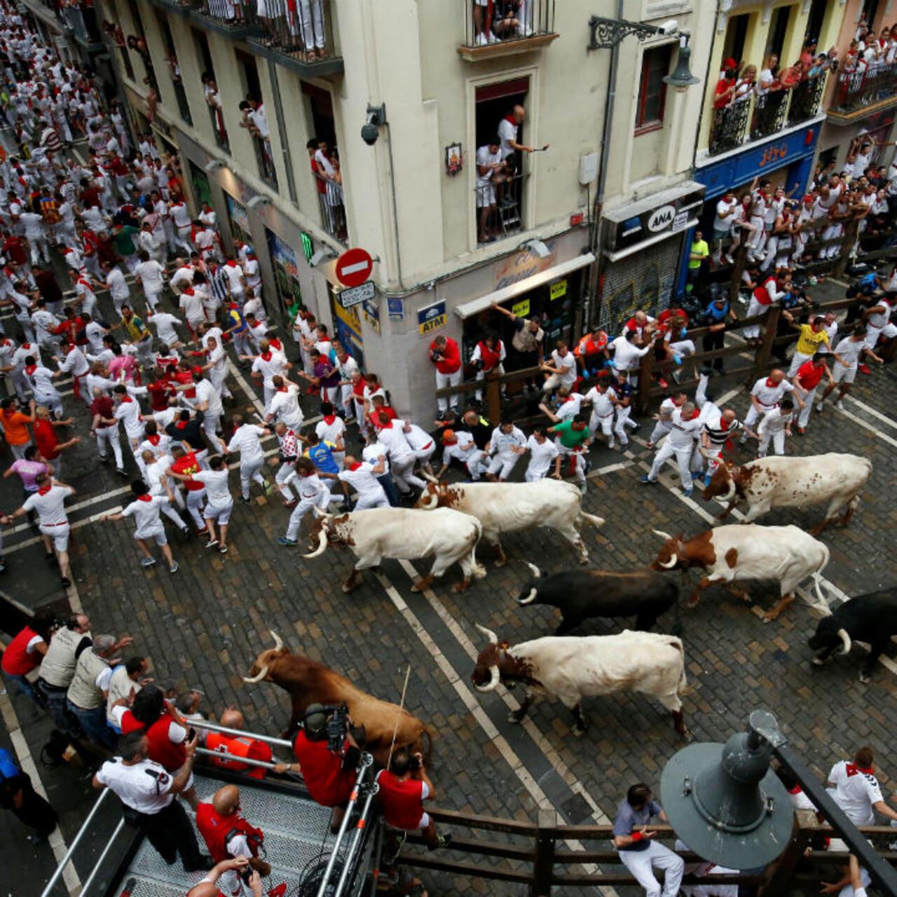 perjudicar artillería dolor de estómago  España: con el grito ¡Viva San Fermín! (y algunos heridos) inician las  fiestas del toro en Pamplona