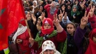 مغربيات يشاركن في مظاهرة ضد التهميش الاجتماعي في 20 كانون الثاني/يناير 2018 في مدينة جرادة بشمال شرق المملكة