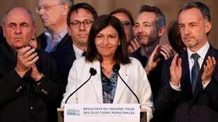 Anne Hidalgo, la socialista francesa de origen español revalidó este 28 de junio de 2020 su cargo como alcaldesa de París.