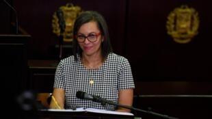 Indira Alfonzo, durante su ceremonia de juramentación como la nueva presidenta del Consejo Nacional Electoral, en Caracas, Venezuela, el 12 de junio de 2020.