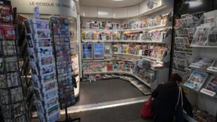 Un kiosque à journaux, le 21 mars à Paris pendant l'épidémie du nouveau coronavirus en France