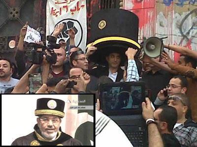 Bassem Youssef à son arrivée au palais de justice du Caire dimanche matin