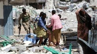 A victim is removed from the Maka Al-Mukarama hotel in Mogadishu on March 1, 2019 following a 24-hour seige by Al-Shabaab jihadists