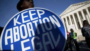 Une manifestation pour défendre le droit à l'avortement en janvier 2018. La nomination de Brett Kavanaugh à la Cour suprême fragilise l'arrêt Roe vs Wade, qui a reconnu en 1973 le droit à l'avortement.