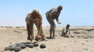 فريق من خبراء تفكيك الألغام في عدن باليمن في 10 مارس 2016