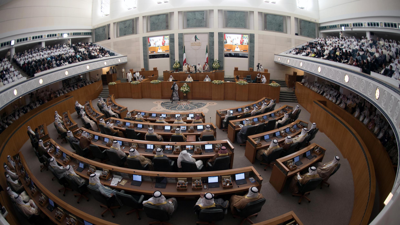 قرأ أمير الكويت الشيخ صباح الأحمد الصباح خطابه الافتتاحي في بداية الجلسة العادية الرابعة للبرلمان التشريعي الخامس عشر في مدينة الكويت، 29 أكتوبر/ تشرين الأول 2019.
