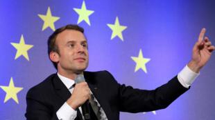 """Emmanuel Macron va reconnaître le drapeau européen, afin qu'il ne puisse pas être """"enlevé de l'hémicycle"""" du Palais-Bourbon."""
