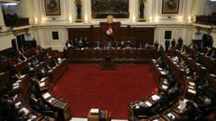 El presidente del Congreso de Perú, Luis Galarreta, encabeza la sesión para presentar una moción de destitución contra el presidente Pedro Pablo Kuczynski en Lima, el 15 de diciembre de 2017.