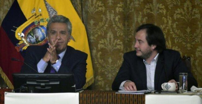   رئيس الإكوادور لينين مورينو (يسار) مع مستشاره أندريس ميدديروس في 03 كانون الثاني/يناير 2018 في كيتو