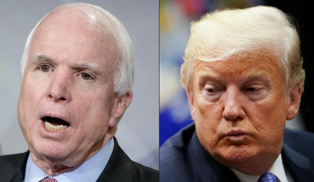 Estaa imágen muestra a John McCain y Donald Trump. Uno de los últimos deseos de McCain, mientras luchaba contra un cáncer cerebral devastador, fue que no quería a Donald en su funeral.