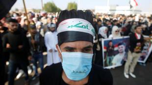 متظاهر في مدينة البصرة في العراق. 08/09/2019