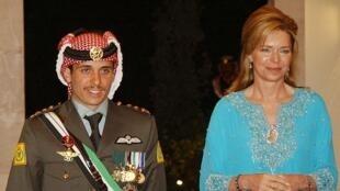 الأمير حمزة ووالدته الملكة نور في عمان 17 أيار/مايو 2007.