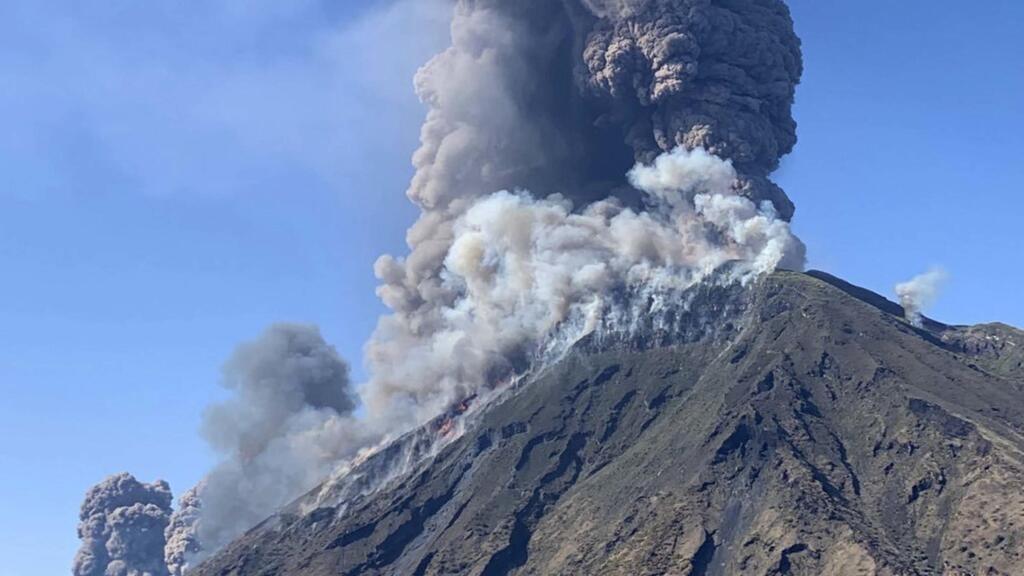 Tourists flee as volcano erupts on Italian island of Stromboli