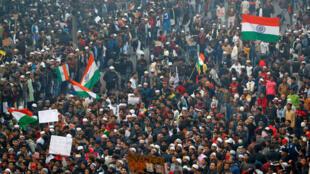 Miles de ciudadanos indios continuaron protestando contra la polémica ley de ciudadanía. 20 de diciembre de 2019.