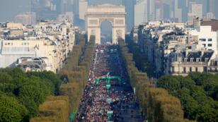 La edición 43 de la maratón de París largó de los Campos Elíseos el 14 de abril de 2019.
