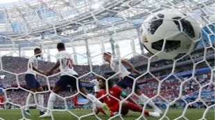 John Stones, primer defensa inglés en toda la historia en anotar un doblete para su selección en un Mundial