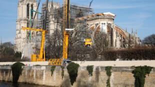 Panorámica de la Xatedral Notre Dame de París, en donde siguen las obras de reconstrucción y estabilización, nueve meses después del voraz incendio que afectó buena parte de su estructura,18 de diciembre, 2019.