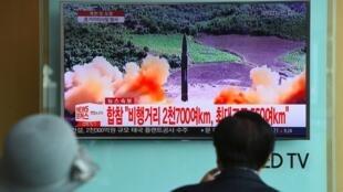 Un écran retransmettant les informations, mardi 29 août, à Séoul.