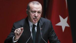 """L'opération, qui vise les milices kurdes des YPG, pourrait commencer """"à tout moment"""", a déclaré le président turc."""