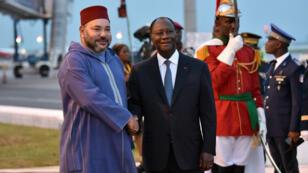 Le roi du Maroc Mohammed VI et le président ivoirien Alassane Ouattara à Abidjan, le 24 février 2017.