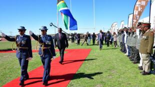 Un desfile militar conmemora el Día Nacional de la Libertad en Makhanda, Cabo Oriental, Sudáfrica, el 27 de mayo de 2017.
