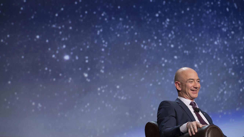 Jeff Bezos avait l'air de bien se marrer au 32e Space Symposium, en 2016.