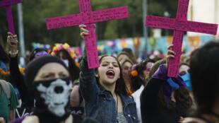 """مظاهرة نظمتها نسائ مكسيكيات للتنديد بالعنف الممارس ضدهن في مدينة """"لاس كاتريناس"""""""