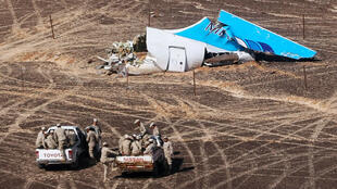 Des vestiges de la carlingue de l'A321 près de Wadi Al-Zolomat dans le Sinaï égyptien, le 1er novembre 2015.