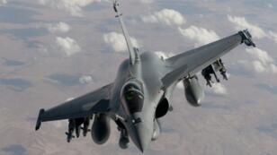 Un Rafale de l'armée française effectuant un vol de reconnaissance au-dessus de l'Irak (archives).