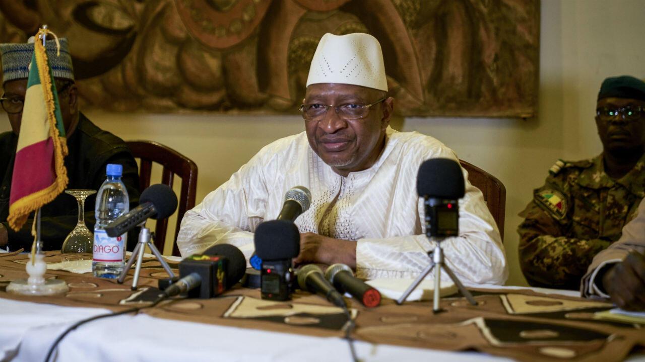 El primer ministro de Mali, Soumeylou Boubeye Maiga, durante una conferencia de prensa en Mopti el 13 de octubre de 2018.